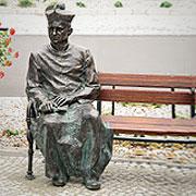 Ławeczka Ks. Kan. Czesława Tuszyńskiego - Grodzisk Wielkopolski
